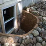 Escape window in a shallow Rockwel egress well